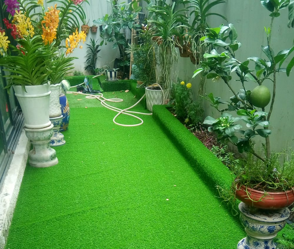 Có nên dùng thảm cỏ nhân tạo để thay thế cỏ tự nhiên không?
