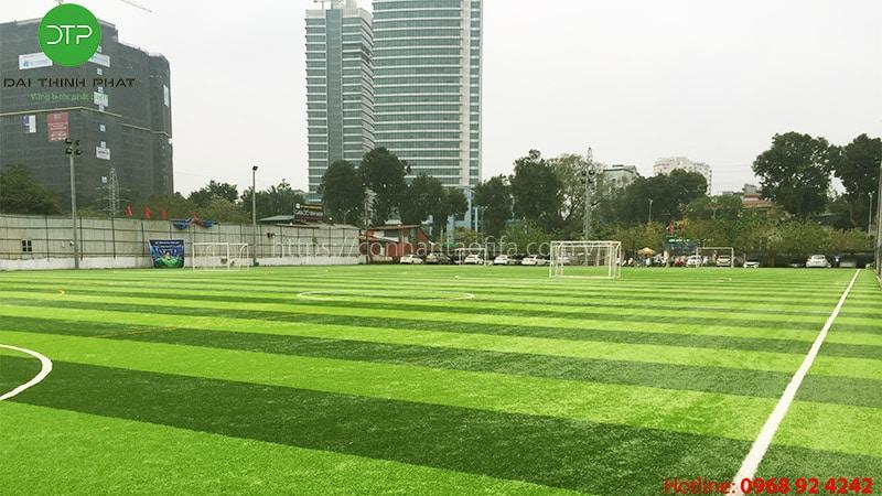 Tổng chi phí đầu tư sân bóng đá cỏ nhân tao? cách lên kế hoạch tài chính của bạn.